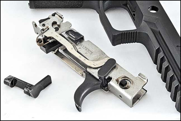 Steyr files lawsuit againt the Sig Sauer removable chassis system (pictured).